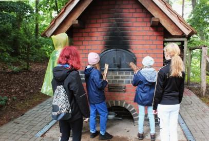 Holzbackofen im Garten des Waldhof Zootzen